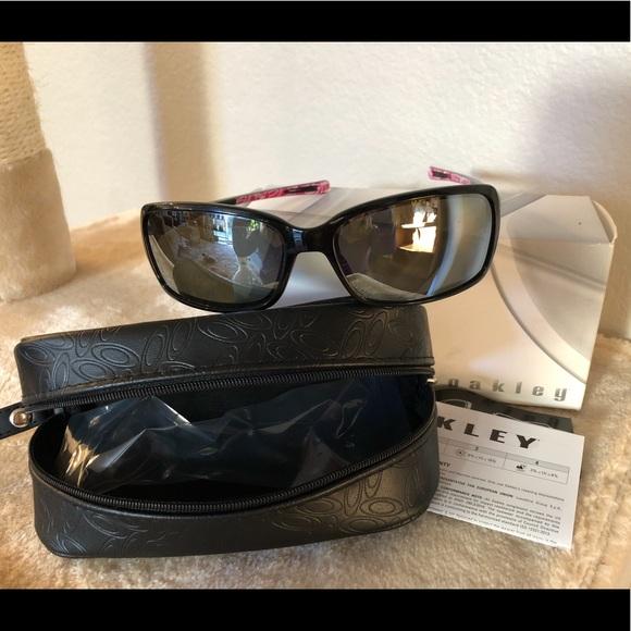 bf807a9e555 Oakley Dispute Polarized Sunglasses Black Grey. M 5bf4328e409c15e30c0309e2